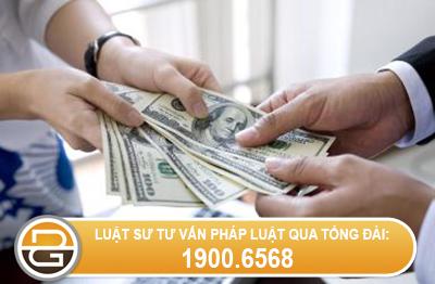 co-duoc-uy-quyen-cho-nguoi-khac-den-cong-ty-nhan-thay-luong-khong-