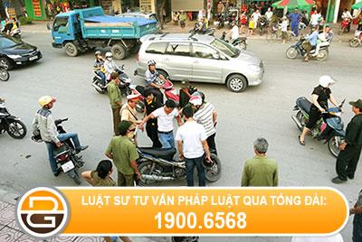 trach-nhiem-cua-nguoi-thuc-hien-hanh-vi-gay-roi-trat-tu-cong-cong