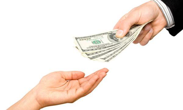 Mức phạt không xây dựng thang bảng lương, trả lương thấp hơn mức lương tối thiểu vùng, trả lương không đúng hạn, khấu trừ tiền lương sai với quy định
