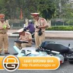 Điều khiển phương tiện giao thông gây tai nạn class=