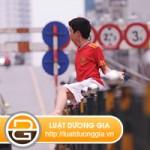 Người đi bộ vi phạm quy tắc giao thông đường bộ class=