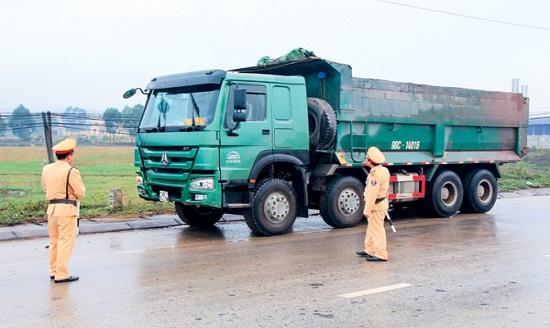 Chờ hàng vượt quá 65% trọng tải hàng hóa bị xử phạt như thế nào?