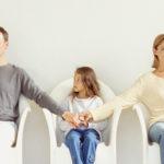 Yêu cầu Tòa án hạn chế quyền thăm nuôi con của chồng sau khi ly hôn