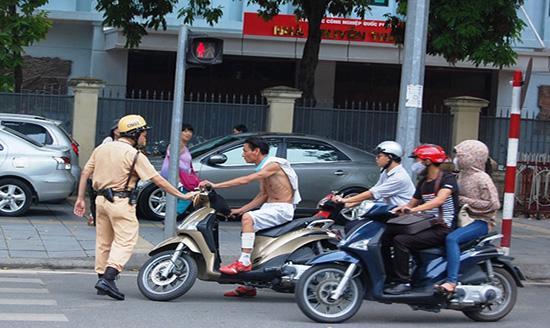 Không có giấy phép lái xe gây tai nạn giao thông có phải bồi thường không?