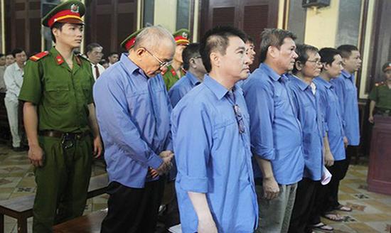 Trong thời hạn bị tạm giam, người lao động có được hưởng lương hưu không?