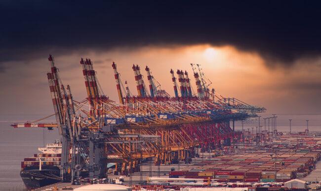 Giấy phép nhập khẩu là gì? Danh mục hàng hóa phải xin giấy phép nhập khẩu?