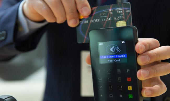 Tín dụng thương mại là gì? So sánh tín dụng ngân hàng và tín dụng thương mại