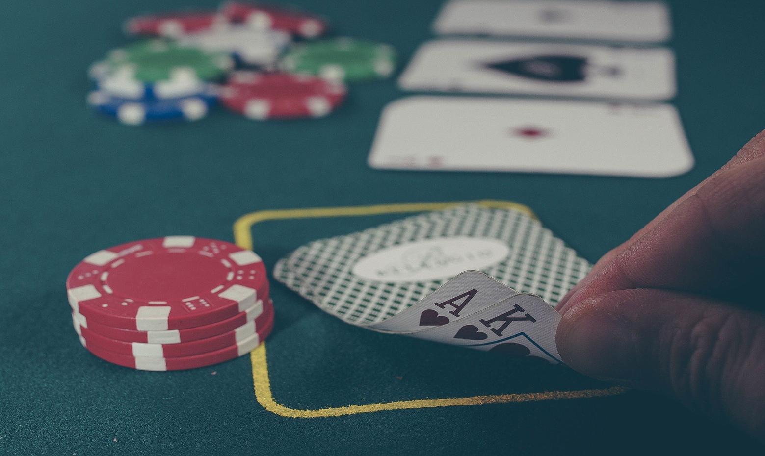 Cấu thành tội phạm, mức phạt tù đối với tội tổ chức đánh bạc, gá bạc