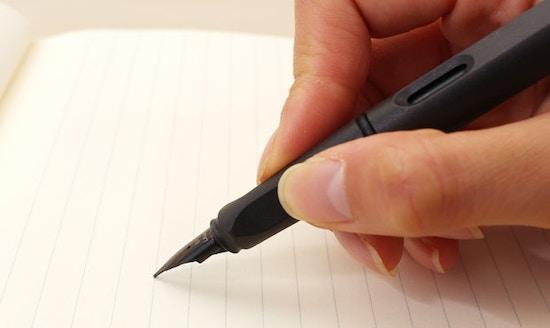 Văn bản hành chính là gì? Đặc điểm, chức năng và phân loại văn bản hành chính?